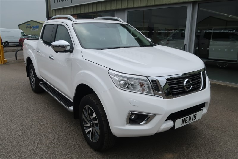 used Nissan Navara NP300 Tekna 2.3 dCi 190PS 4x4 Doublecab SUNROOF in louth