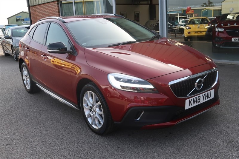 used Volvo V40 Cross Country Pro 2.0 T3 (152BHP) 5dr, ONLY 10,000 MILES FROM NEW ! ! in louth