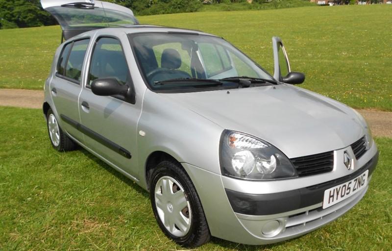 used Renault Clio EXPRESSION 16V in hemel-hempstead-hertfordshire