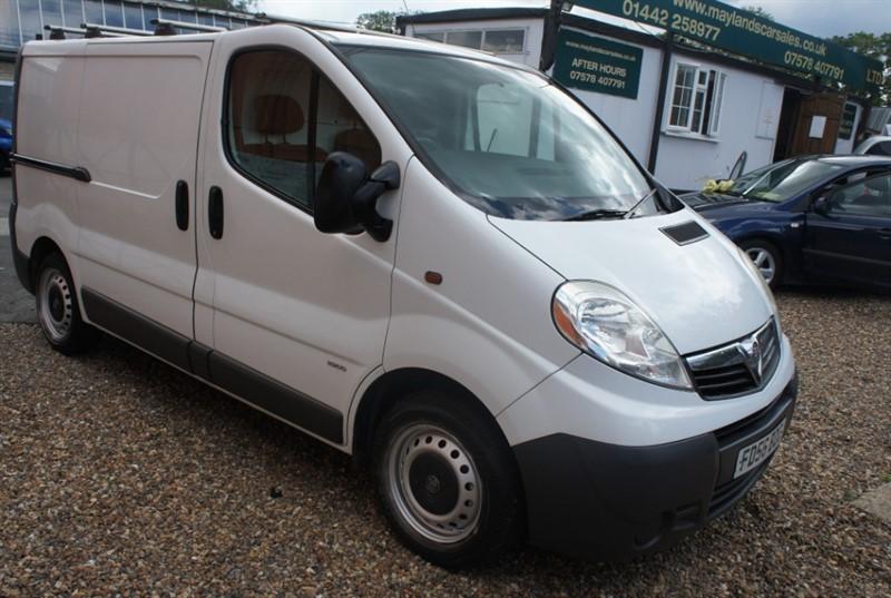 used Vauxhall Vivaro 2900CDTI SWB SHR P/V in hemel-hempstead-hertfordshire