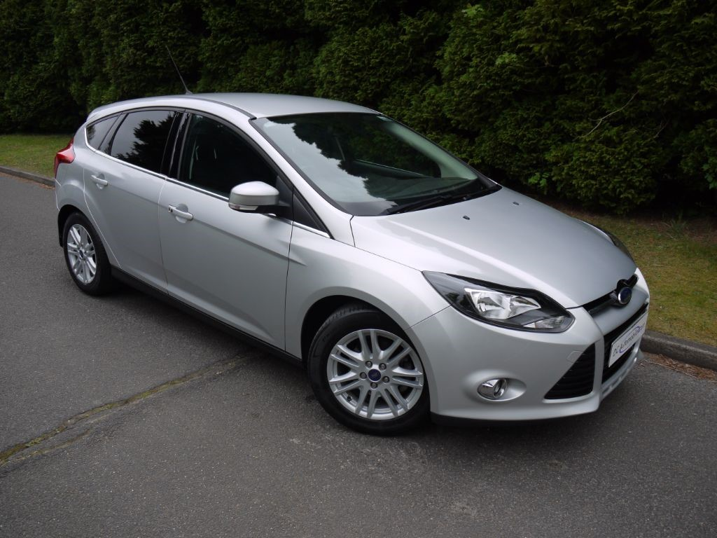 used moondust silver metallic ford focus for sale surrey. Black Bedroom Furniture Sets. Home Design Ideas