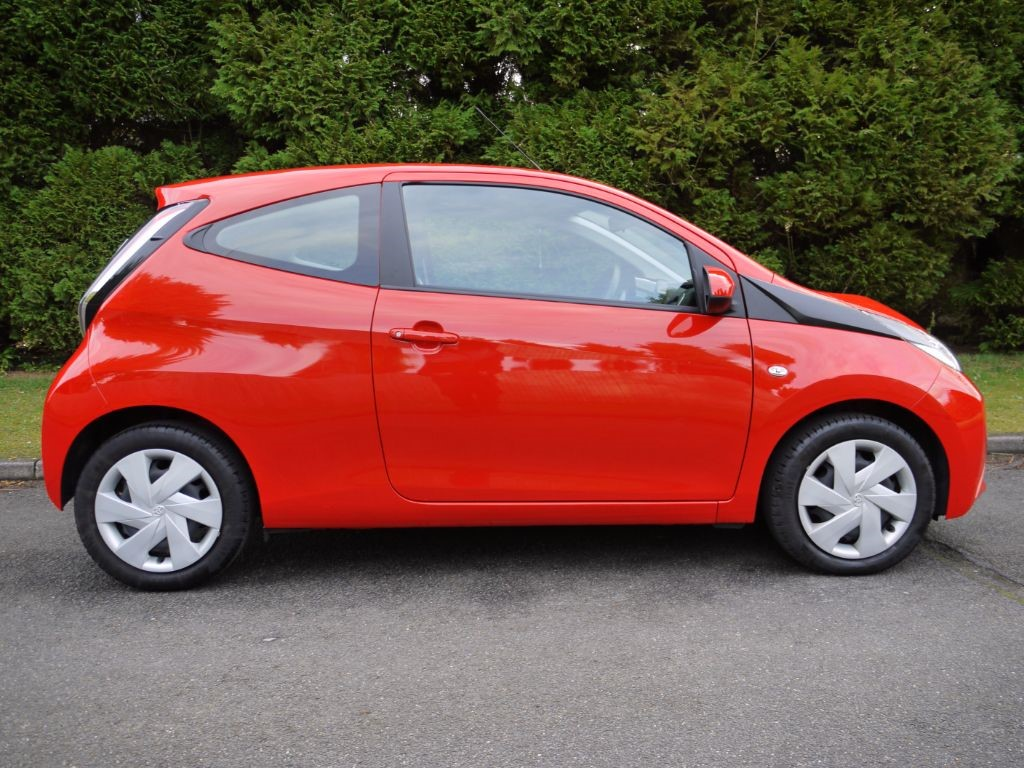 used pop red toyota aygo for sale surrey. Black Bedroom Furniture Sets. Home Design Ideas