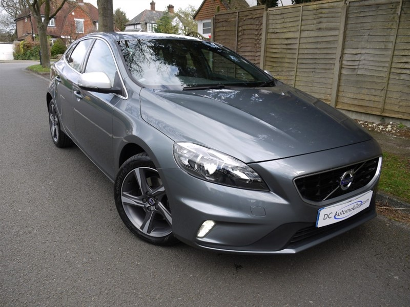 used Volvo V40 D2 R-DESIGN in surrey