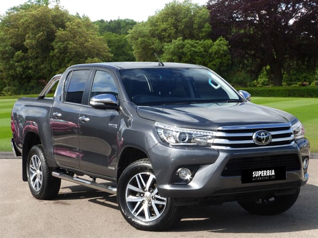 used Toyota  HI-LUX INVINCIBLE 4WD D-4D DCB in romford-essex