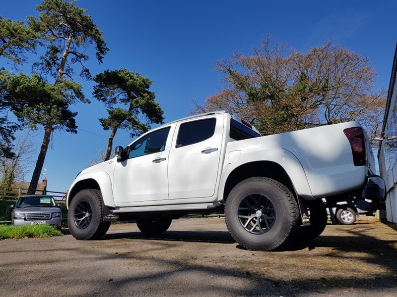 used Isuzu D-Max ARCTIC TRUCKS AT35 in gloucestershire