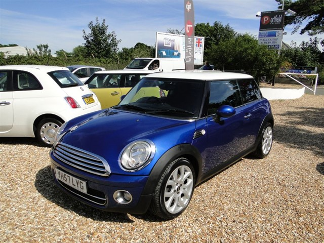 used MINI Hatch 1.6d Cooper Chili Start/Stop 3dr Manual 6 Speed in dorset