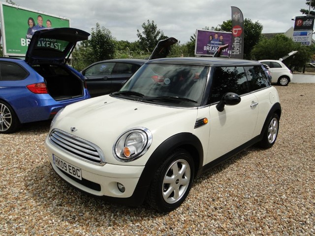 used MINI Hatch 1.6 Cooper Start/Stop 3dr Manual 6 Speed in dorset