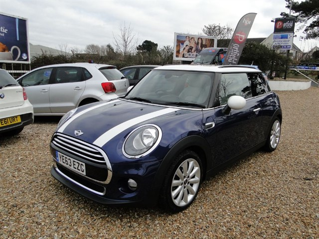used MINI Hatch 1.5 Cooper Start/Stop 3dr Manual 6 Speed in dorset