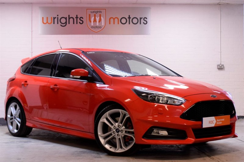 used Ford Focus ST-3 -MASSIVE SPEC & ONLY 2600 MILES FROM NEW !!! in Norfolk
