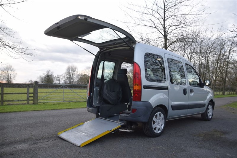 used Renault Kangoo AUTHENTIQUE 16V in in-oxfordshire