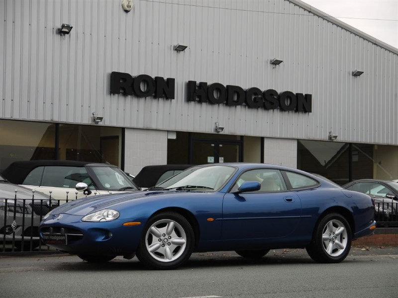 used Jaguar XK8 V8 COUPE ANTIGA BLUE WITH IVORY LEATHER HEATED SEATS in lancashire