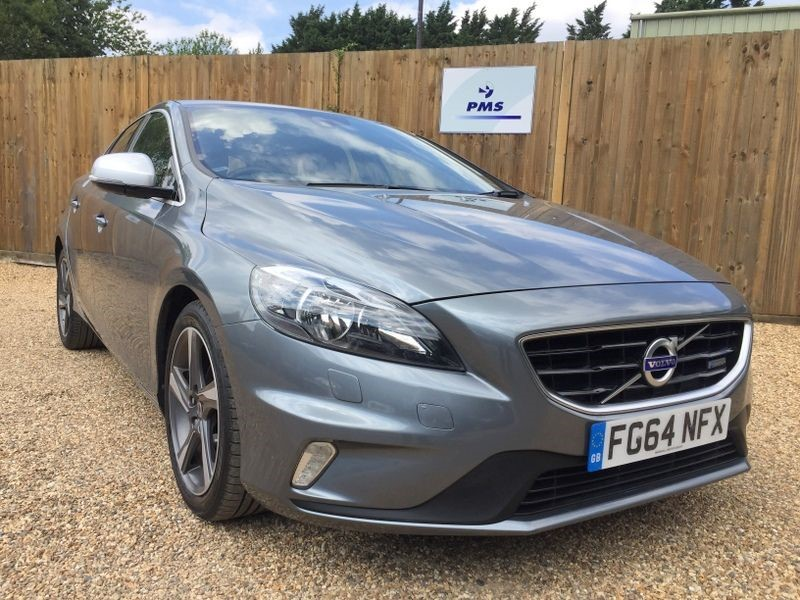 used Volvo V40 D2 R-DESIGN LEATHER-HEATED SEATS-F/R PARKING SENSORS in welwyn-hertfordshire
