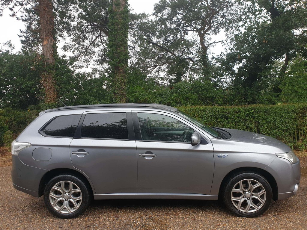 used Mitsubishi Outlander GX3h 4x4 (5 seats) in newmarket-suffolk