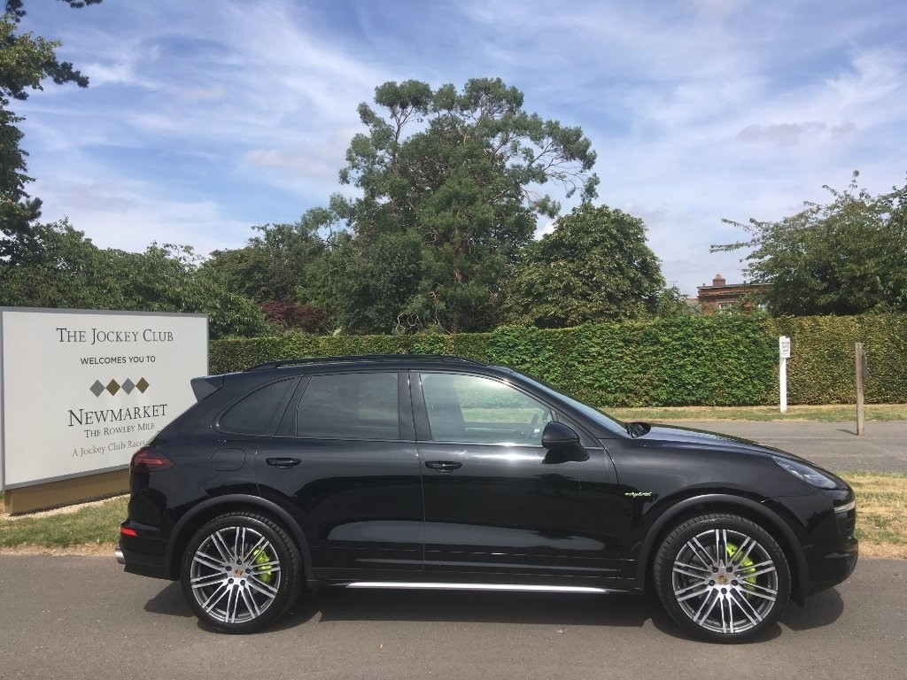 used Porsche Cayenne E-Hybrid S Tiptronic AWD 5dr in newmarket-suffolk