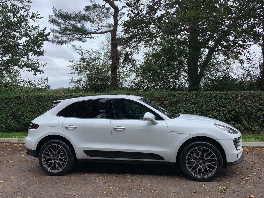 used Porsche Macan V6 S PDK 4WD (s/s) in newmarket-suffolk