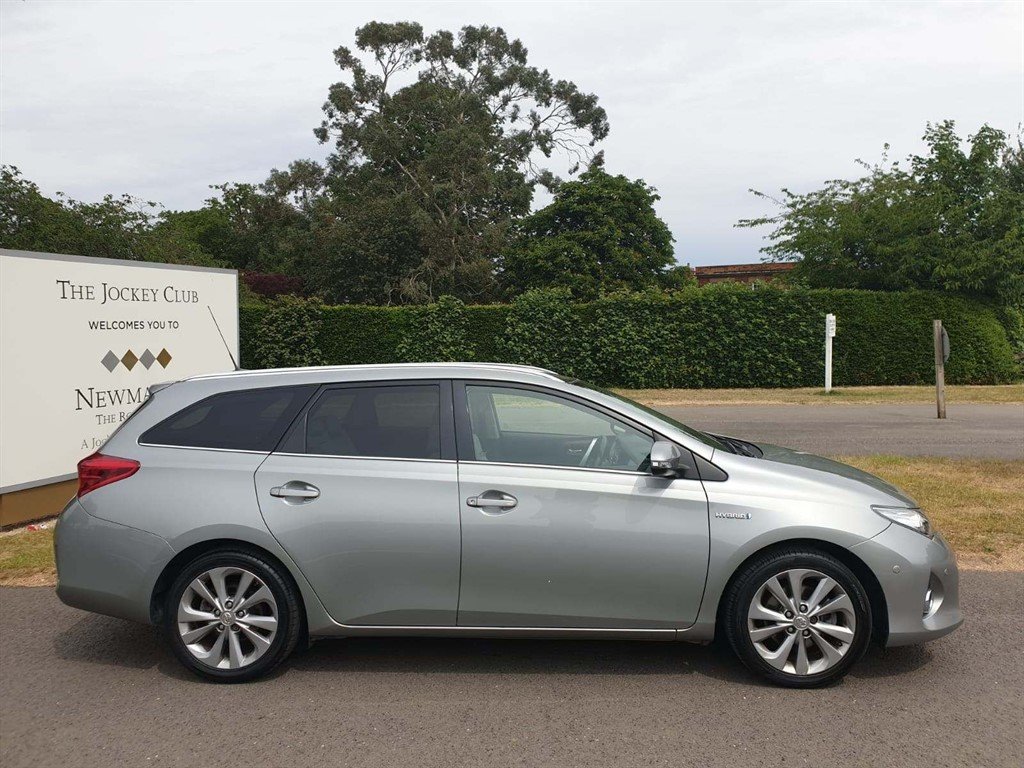 used Toyota Auris VVT-h Excel Touring Sports e-CVT HSD in newmarket-suffolk