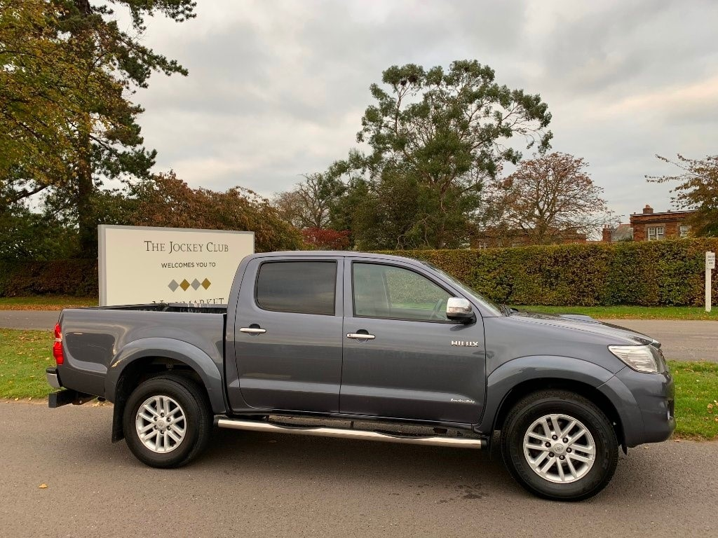 used Toyota Hilux D-4D Invincible Crewcab Pickup 4dr in newmarket-suffolk
