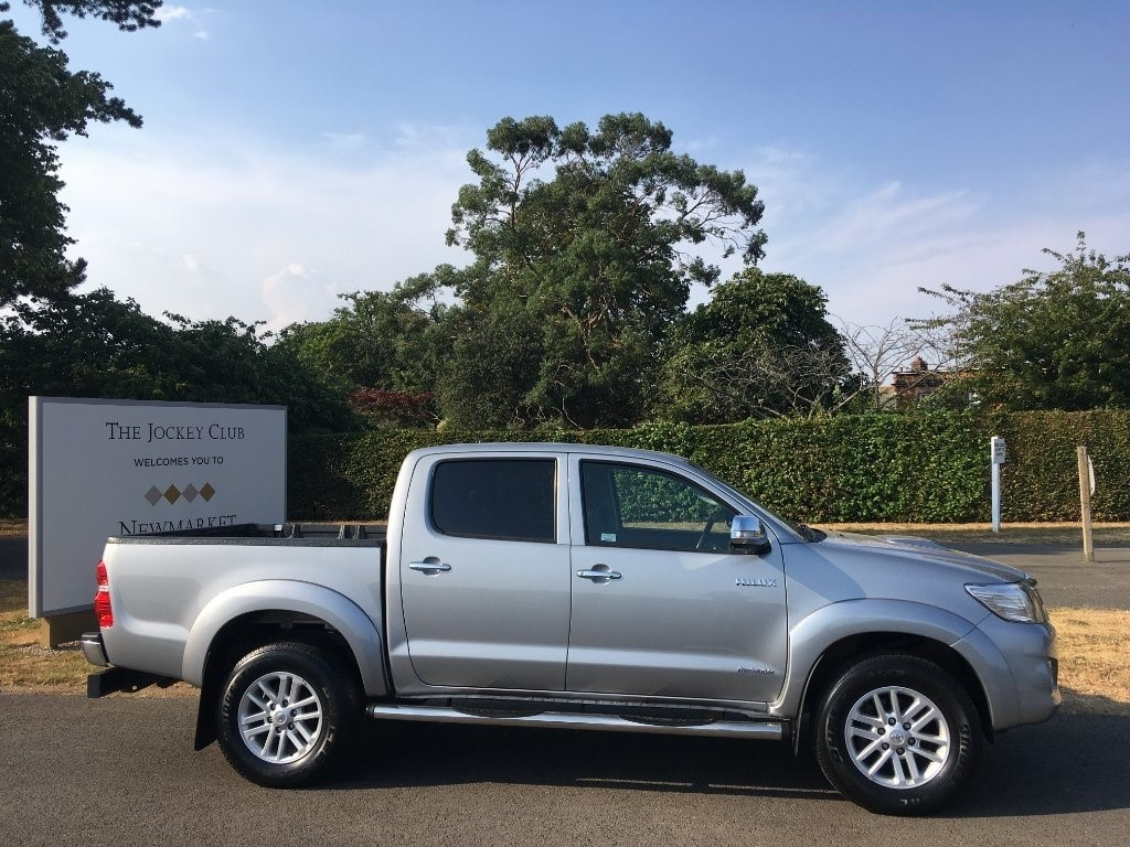 used Toyota Hilux D-4D Invincible Double Cab Pickup 4dr in newmarket-suffolk