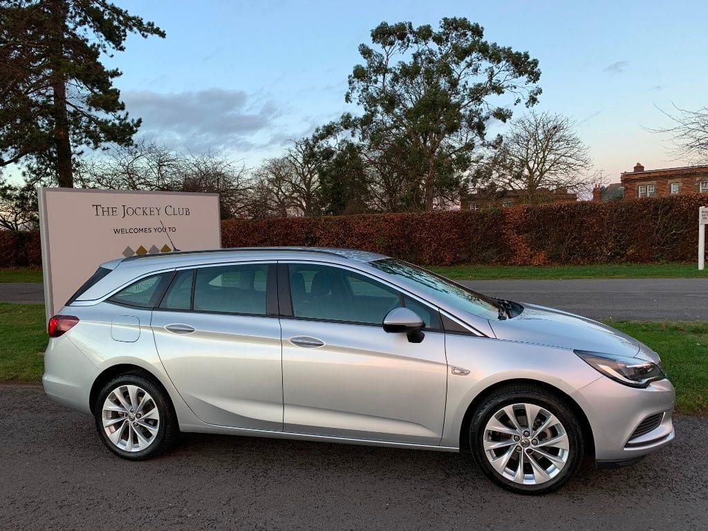 used Vauxhall Astra i Design Sport Tourer 5dr in newmarket-suffolk