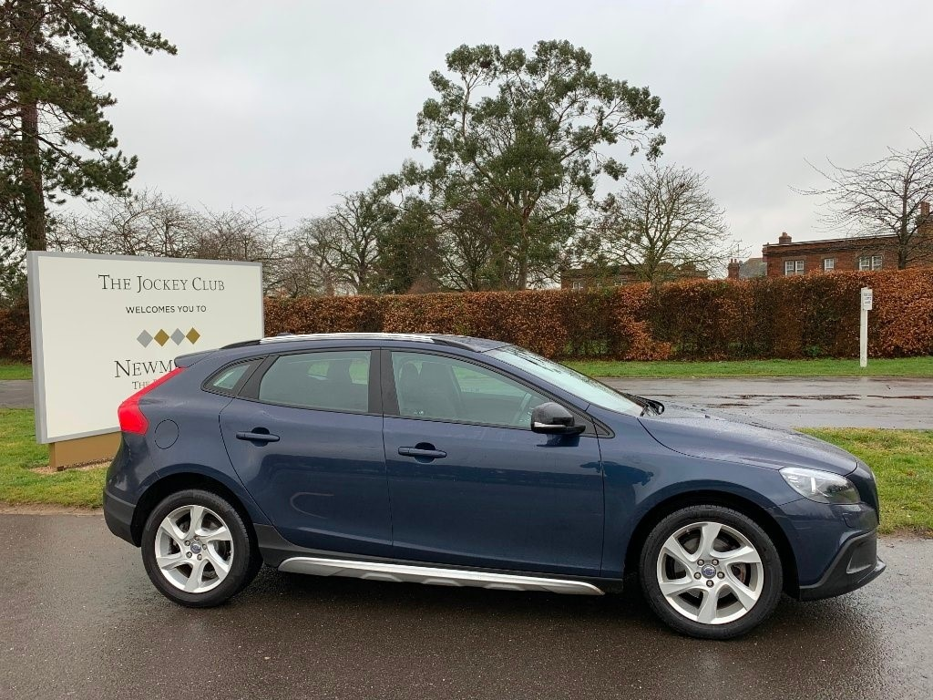 used Volvo V40 Cross Country D2 SE Nav 5dr in newmarket-suffolk