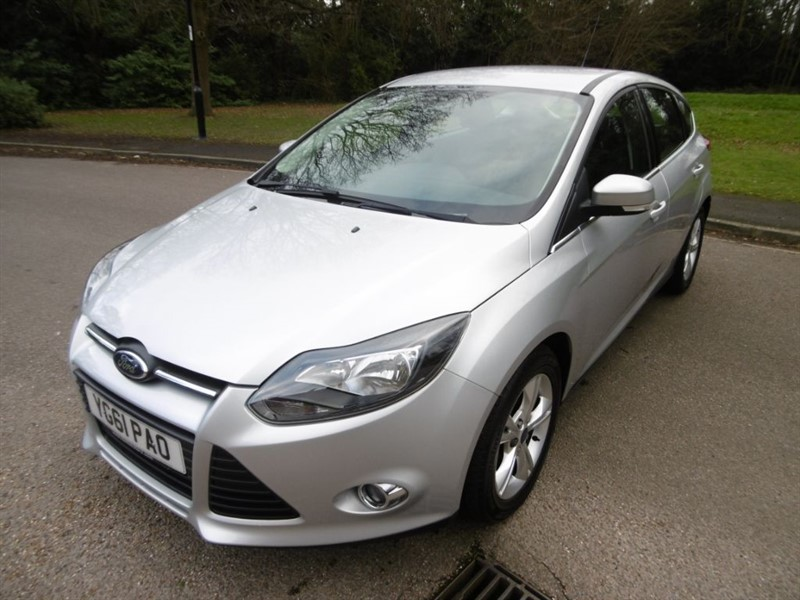 used Ford Focus ZETEC LOOK @ THE MILEAGE FULL SERVCIE HISTORY in west-sussex