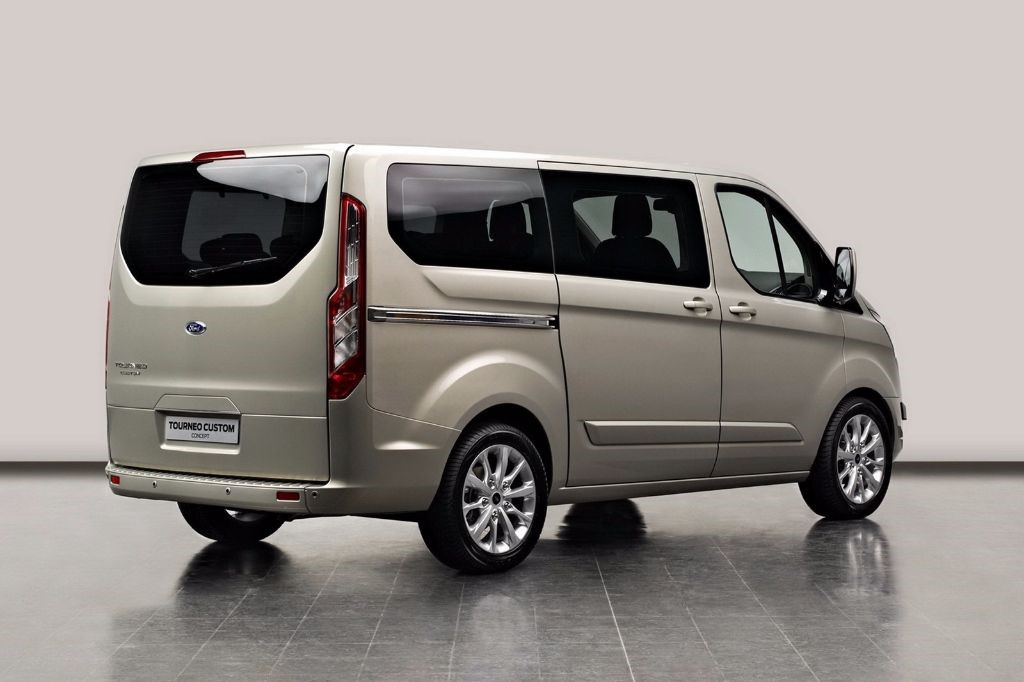 used Ford Tourneo Custom  LWB PRIVATE HIRE TITANIUM 130 PS in in-swansea