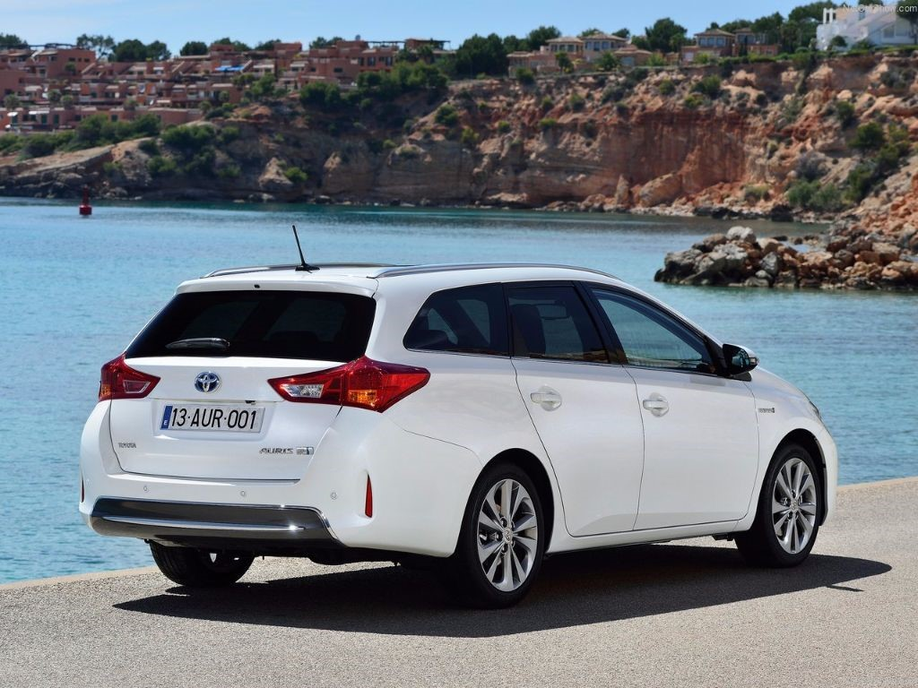 used Toyota Auris HYBRID TOURER BUSINESS EDITION in in-swansea