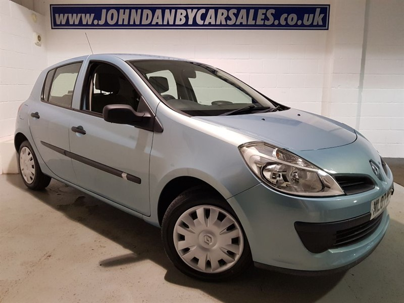 used Renault Clio 1.1 16v Expression 5 Door LOW MILEAGE! in in-lincolnshire