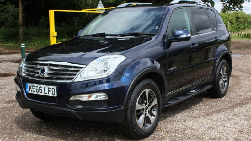 used Ssangyong Rexton 2.2D EX AUTO in virginia-water