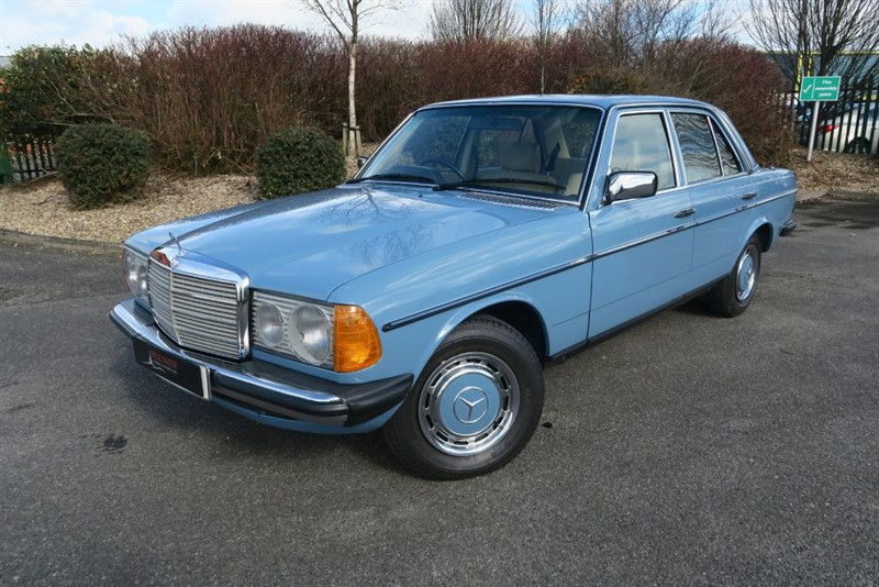 used Mercedes 200 W123 4dr 59,000 MILES  in louth
