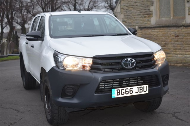 used Toyota  HI-LUX ACTIVE 4WD D-4D DCB in warrington