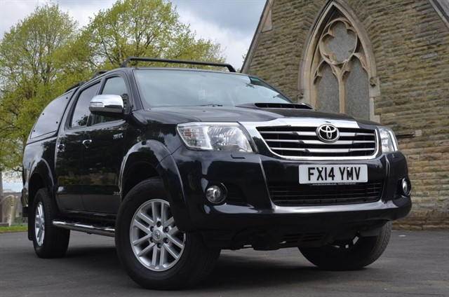 used Toyota Hilux HI-LUX INVINCIBLE 4X4 D-4D DCB in warrington