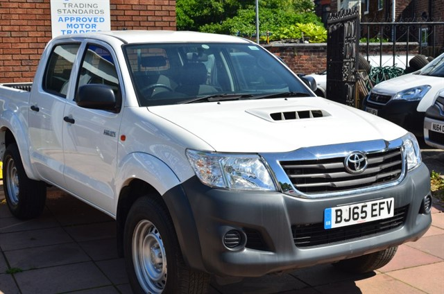 used Toyota Hilux HI-LUX ACTIVE 4X4 D-4D DCB in warrington