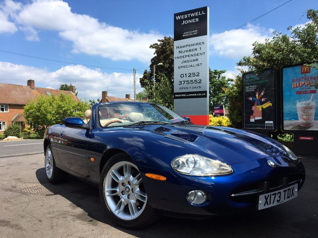 used pacific blue metallic with oatmeal hide jaguar xk8 for sale hampshire. Black Bedroom Furniture Sets. Home Design Ideas