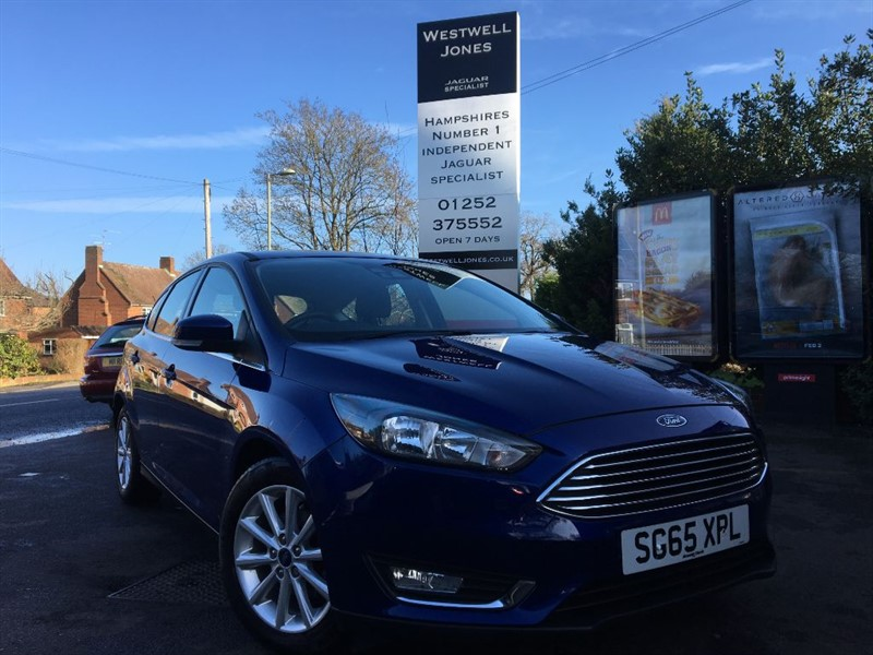 used Ford Focus TITANIUM / GREAT COLOUR SCHEME AND LOW MILEAGE in farnborough-hampshire