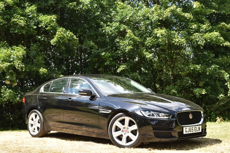 used Jaguar XE PORTFOLIO+PANORAMIC SUNROOF+360 CAMERA+PARK ASSIST+BLIND SPOT+KEYLESS in farnborough-hampshire