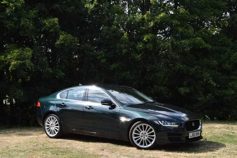 used Jaguar XE PORTFOLIO+THE BEST COLOUR COMBINATION FOR A JAGUAR in farnborough-hampshire