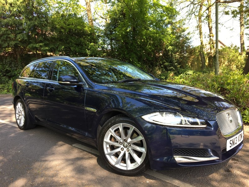 used Jaguar XF D V6 LUXURY SPORTBRAKE+LOW MILES+STUNNING COLOUR COMBINATION in farnborough-hampshire