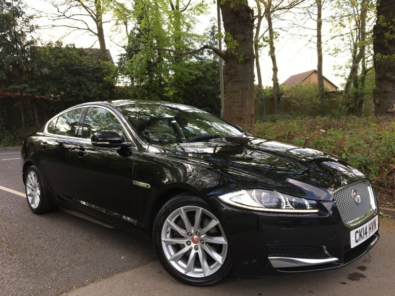 used Jaguar XF D V6 PREMIUM LUXURY+STUNNING AND WITH LOW MILES in farnborough-hampshire