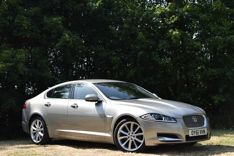 used Jaguar XF V6 PREMIUM LUXURY+BLIND SPOT MONITOR+REAR PARKING SENSORS in farnborough-hampshire