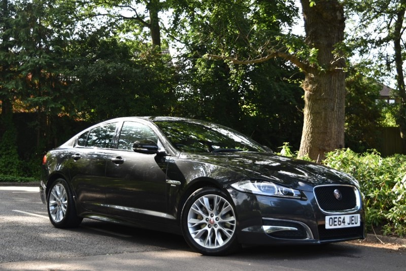used Jaguar XF D R-SPORT 200 BHP+REVERSING CAMERA in farnborough-hampshire