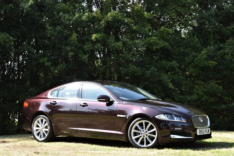 used Jaguar XF D PREMIUM LUXURY 200 BHP+STUNNING COLOUR COMBINATION in farnborough-hampshire