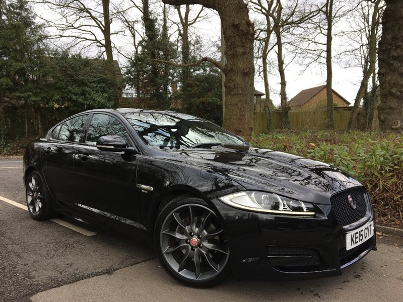 used Jaguar XF D R-SPORT BLACK+REVERSING CAMERA+KEYLESS ENTRY+FOLDING REAR SEATS in farnborough-hampshire