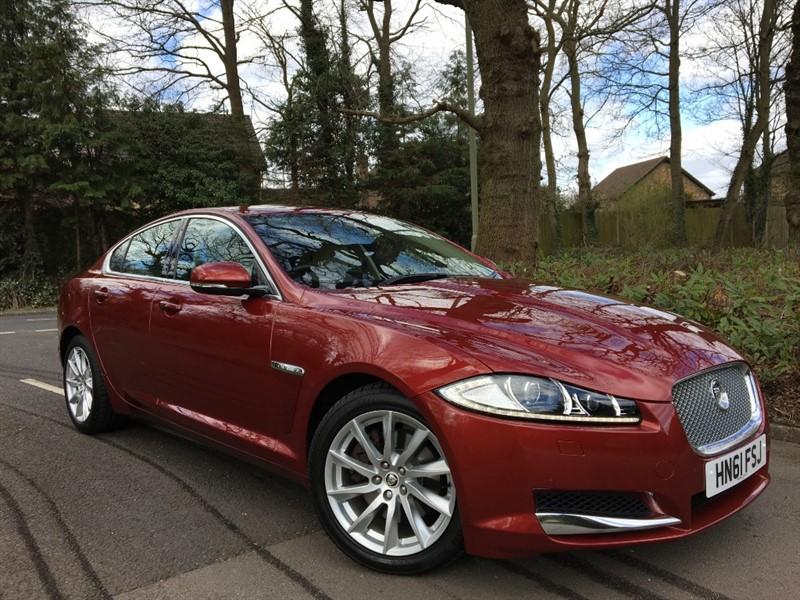 used Jaguar XF D PREMIUM LUXURY+EXTREMELY LOW MILEAGE in farnborough-hampshire