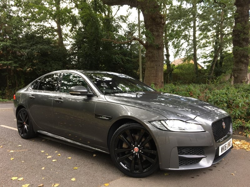 used Jaguar XF D R-SPORT AWD+PAN ROOF+HEADS UP+BLACK PACK in farnborough-hampshire