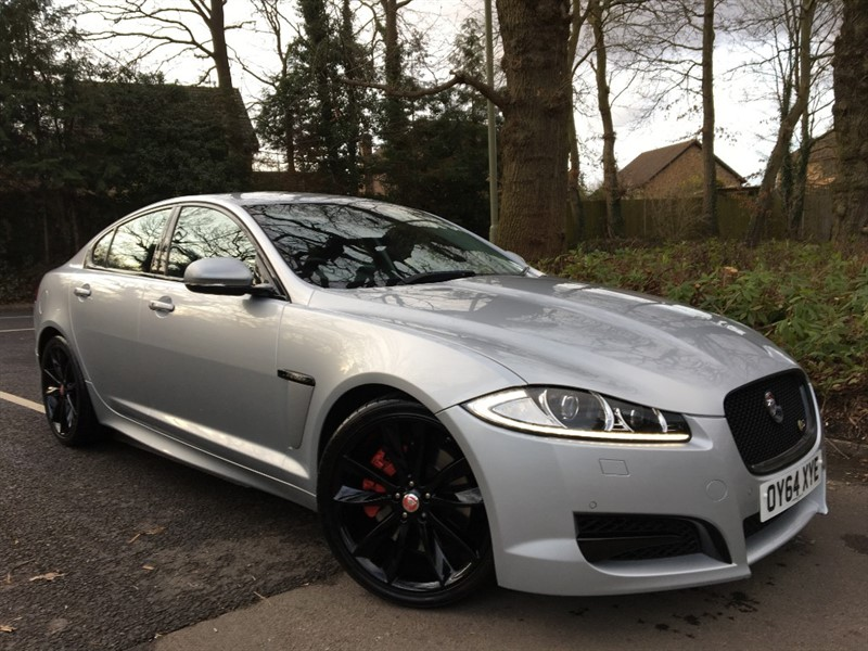 used Jaguar XF D V6 S PORTFOLIO 275 BHP+BLACK PACK+BLIND SPOT AND REVERSING CAMERA in farnborough-hampshire