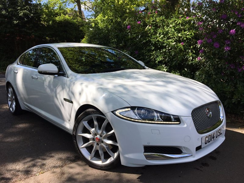 "used Jaguar XF D V6 PREMIUM LUXURY / 20"" ALLOYS AND REVERSING CAMERA in farnborough-hampshire"