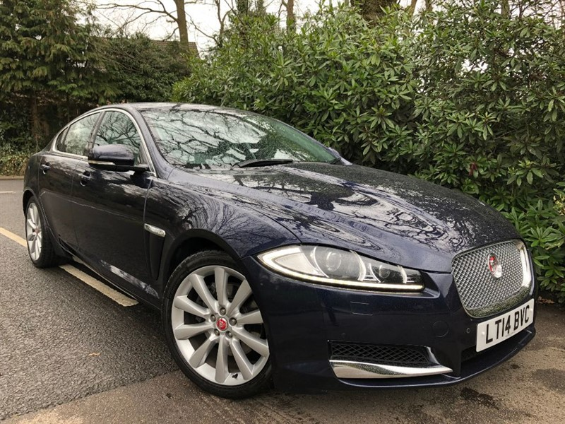 used Jaguar XF D V6 PREMIUM LUXURY / SUNSHINE ROOF in farnborough-hampshire