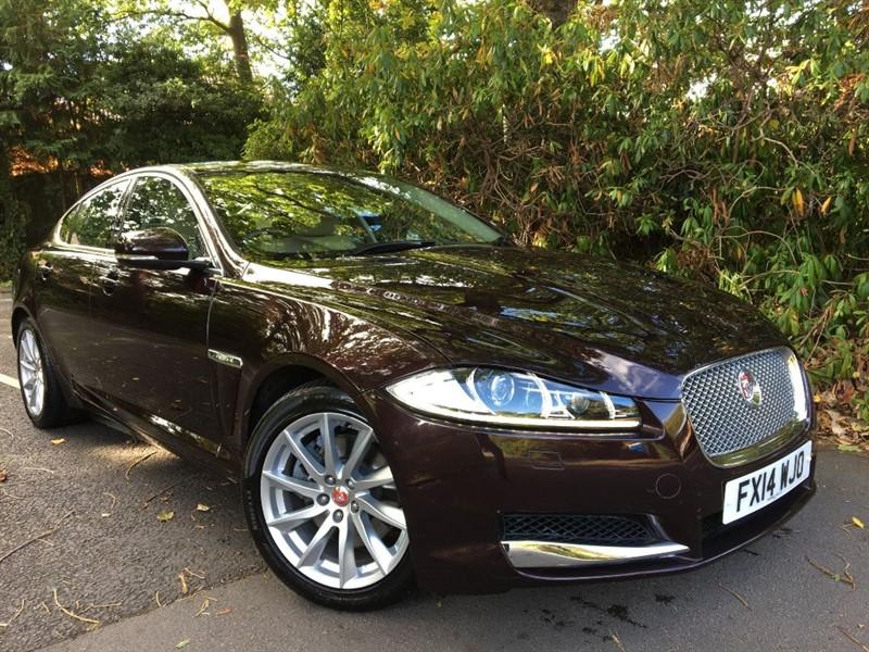 used Jaguar XF D V6 PREMIUM LUXURY / EXTREMELY LOW MILEAGE in farnborough-hampshire