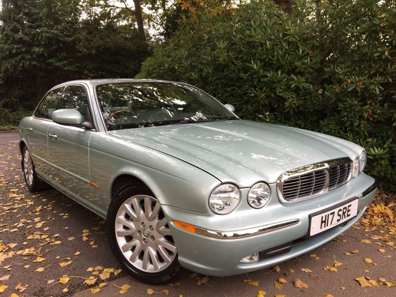 used Jaguar XJ V8 SE / EXTREMELY RARE V8 PETROL WITH LOW MILES in farnborough-hampshire